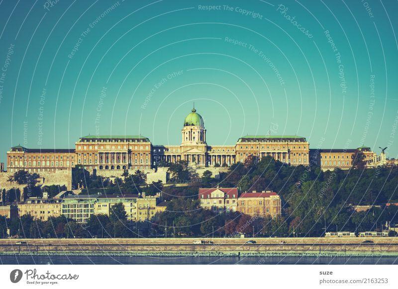 Burgpalast alt Stadt Architektur Tourismus außergewöhnlich Europa Kultur historisch Vergangenheit Fluss Sehenswürdigkeit Wahrzeichen Bauwerk Hauptstadt
