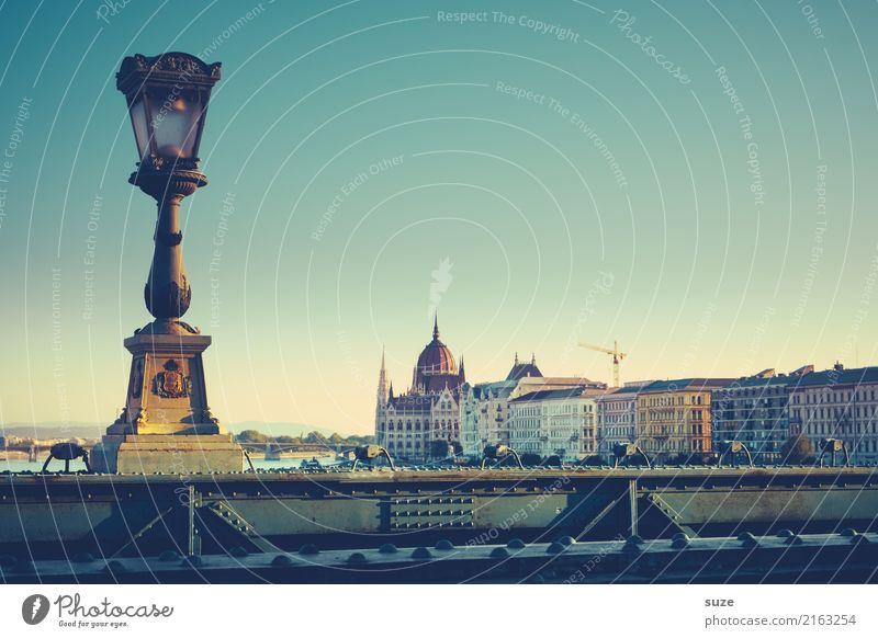 Hellene alt Stadt Architektur Tourismus Europa Kultur Brücke historisch Vergangenheit Fluss Sehenswürdigkeit Wahrzeichen Bauwerk Hauptstadt Straßenbeleuchtung