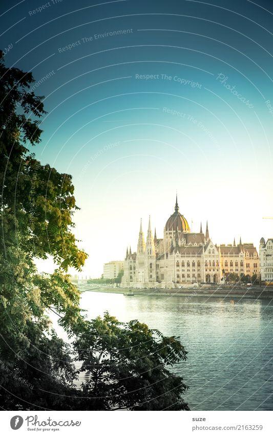 Ausstrahlung Ferien & Urlaub & Reisen alt Stadt Baum Architektur Tourismus außergewöhnlich Europa Kultur fantastisch historisch Vergangenheit Fluss