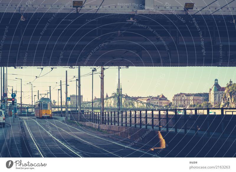 Unterführung Ferien & Urlaub & Reisen Tourismus Sightseeing Städtereise Kultur Stadt Hauptstadt Stadtrand Altstadt Brücke Architektur Verkehrsmittel