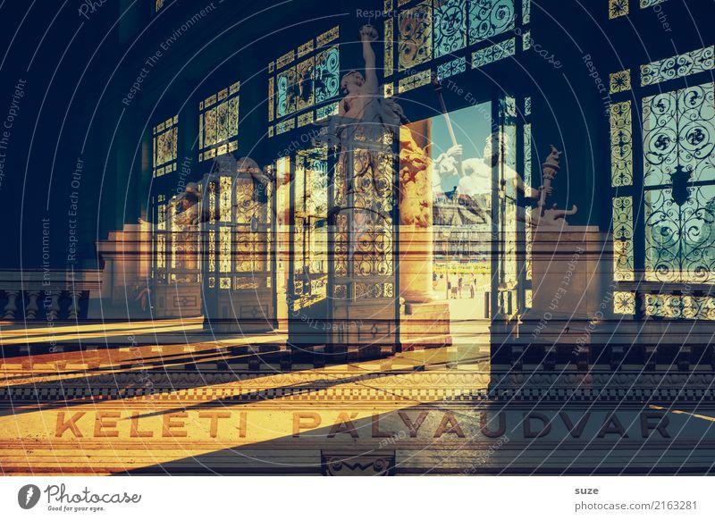 Weltoffen Ferien & Urlaub & Reisen Tourismus Sightseeing Städtereise Kunst Kunstwerk Kultur Stadt Hauptstadt Bahnhof Tor Bauwerk Architektur Tür