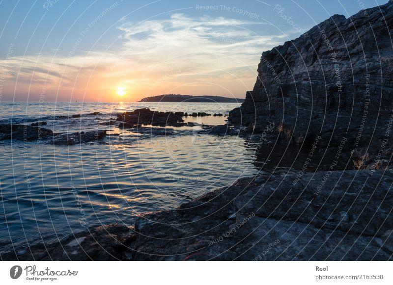 Sonnenuntergeng am Meer Natur Landschaft Wasser Himmel Sonnenaufgang Sonnenuntergang Sommer Felsen Küste Mittelmeer Ferien & Urlaub & Reisen blau orange