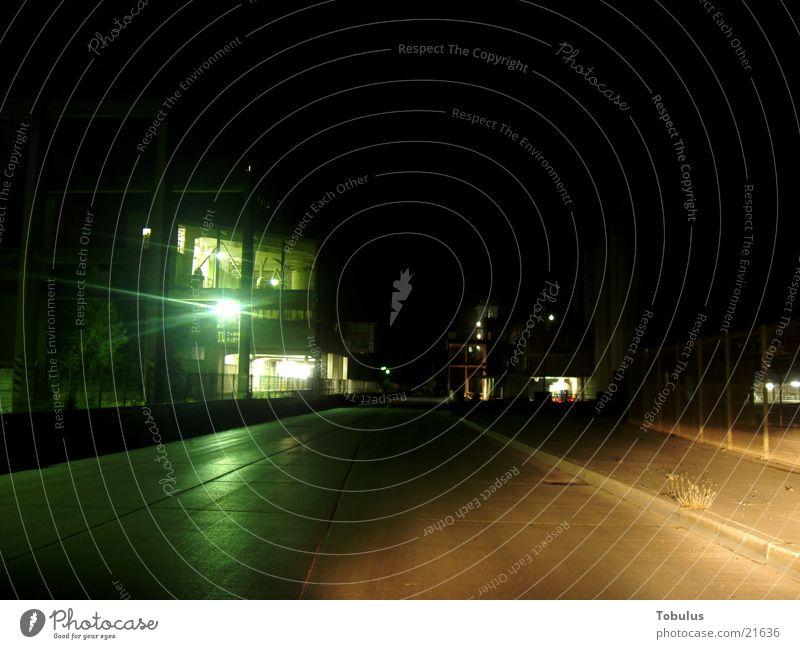 Zementwerke bei Nacht Nachtaufnahme mehrfarbig Architektur Kunstwerk Beleuchtung