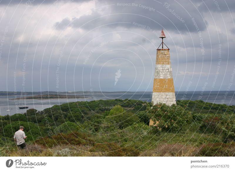 Landschaftsaufnahme mit Mann. Leuchtturm , Meer, Bäume, Segelboot in Kroatien Ferien & Urlaub & Reisen Tourismus Ausflug Sommer Insel Wellen maskulin Erwachsene