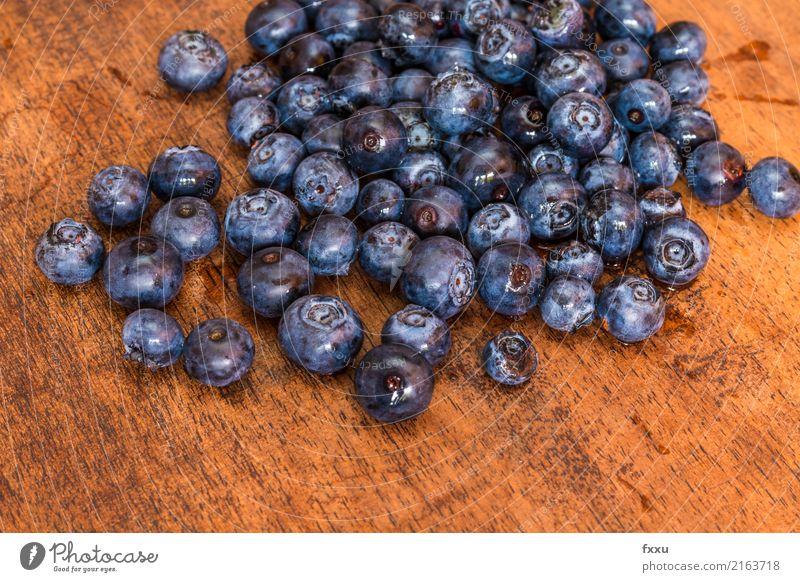 Heidelbeeren auf Holz-Hintergrund Blaubeeren lecker blau Frucht Gesundheit Gesunde Ernährung Vitamin Lebensmittel schön süß Dessert Beeren Wald violett Natur