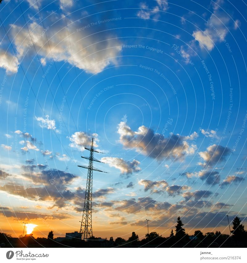stromperestroika Umwelt Natur Landschaft Himmel Wolken Horizont Sonne Sonnenaufgang Sonnenuntergang Sonnenlicht Sommer Wetter Schönes Wetter Stadt blau gelb