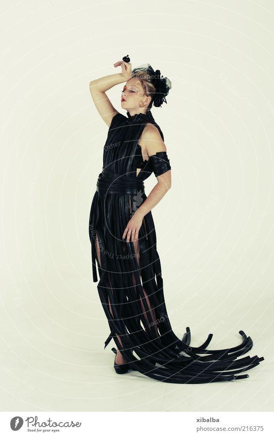 Tired Mensch Jugendliche weiß schwarz Einsamkeit dunkel Erholung feminin träumen Mode Erwachsene Design elegant verrückt schlafen ästhetisch