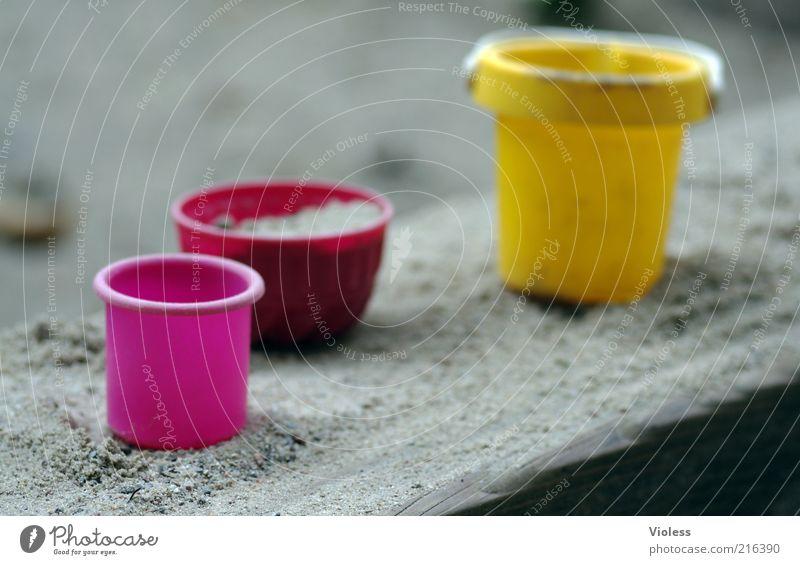 [HH 10.1] Backe backe Kuchen ....... Schalen & Schüsseln Sand natürlich gelb rosa Freude Farbe Sandkasten Farbfoto Unschärfe Eimer Kunststoff Sandspielzeug
