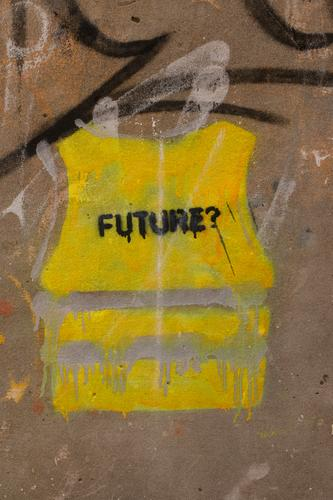 Zukunftsmusik | Future Kunst Kunstwerk Mauer Wand Schriftzeichen Graffiti gelb Angst Zukunftsangst Armut Bildung Business Ende Endzeitstimmung Energie Erwartung
