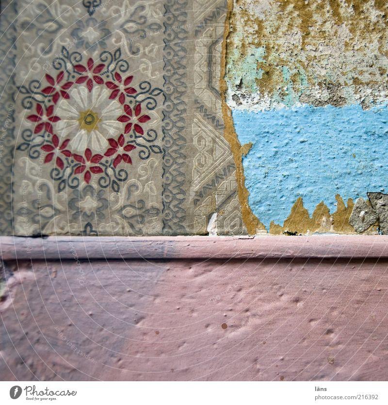 [HH10.1] - schöner wohnen alt Wand Mauer Raum kaputt Dekoration & Verzierung Häusliches Leben Innenarchitektur außergewöhnlich Tapete Detailaufnahme Gebäude gestrichen mehrschichtig