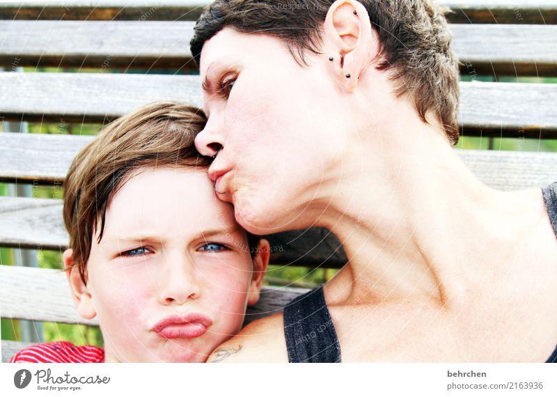 ton in ton | zwei knutschis Kind Mensch Frau Gesicht Auge Erwachsene lustig Liebe Junge Familie & Verwandtschaft Spielen Glück Haare & Frisuren Kopf