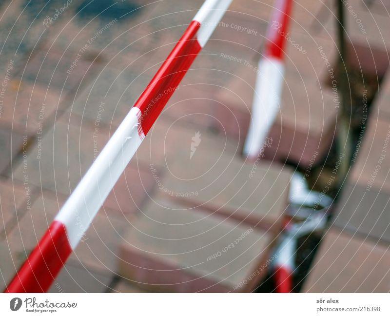 Sperre weiß rot Arbeit & Erwerbstätigkeit Stein Baustelle Backstein Dienstleistungsgewerbe Grenze Handwerk Kunststoff Stress bauen Barriere anstrengen Pflastersteine blockieren