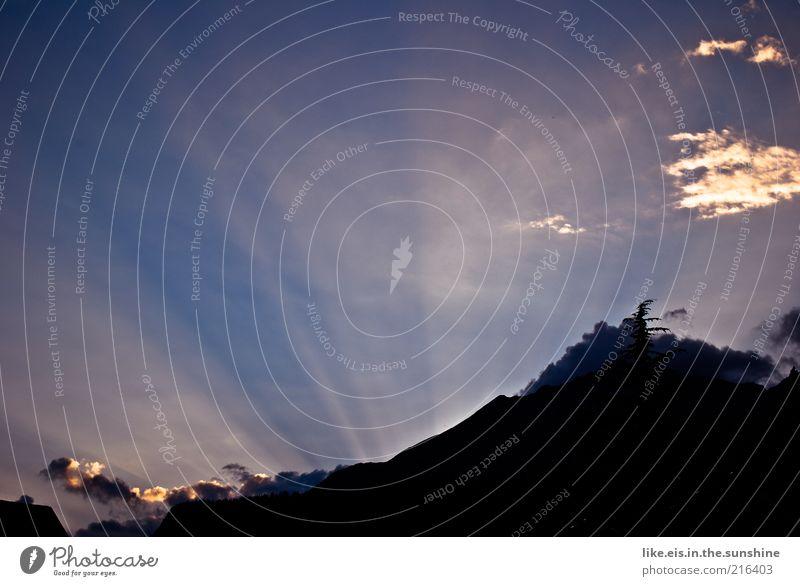 [schlagwort:] Sonnenstrahlen Himmel Ferien & Urlaub & Reisen Sommer Wolken schwarz ruhig Ferne gelb Erholung Landschaft Herbst Berge u. Gebirge Freiheit