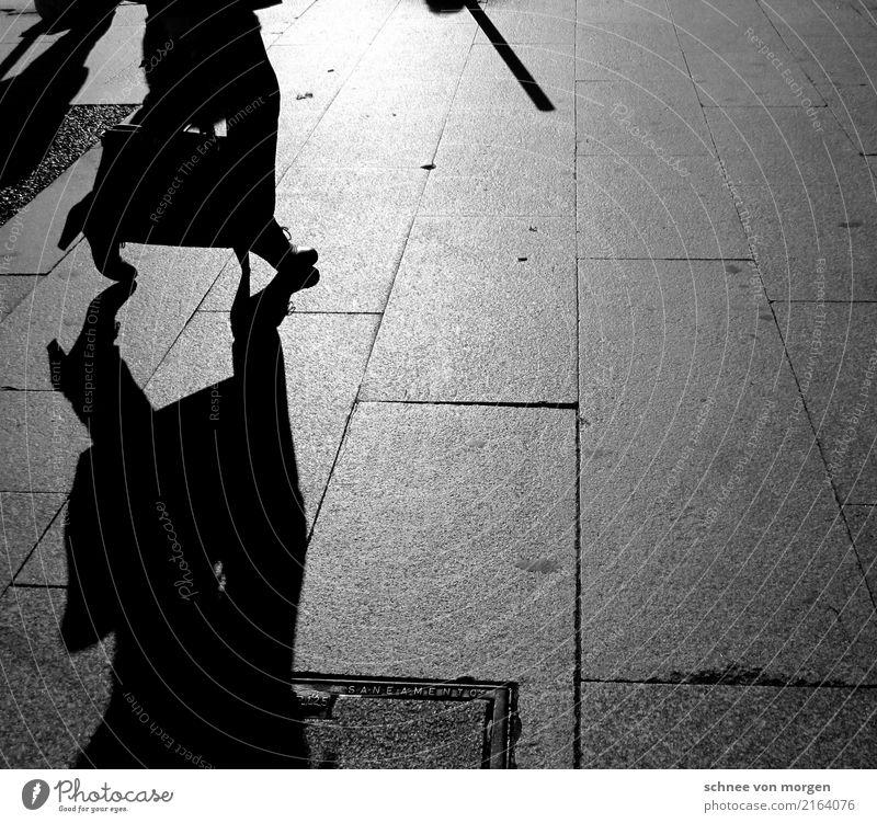 corrida de touros Portugal Stadt Stadtzentrum Stadtrand Altstadt Fußgänger Straße Straßenkreuzung Wege & Pfade Mode Tasche Koffer Regenschirm Stiefel Bewegung