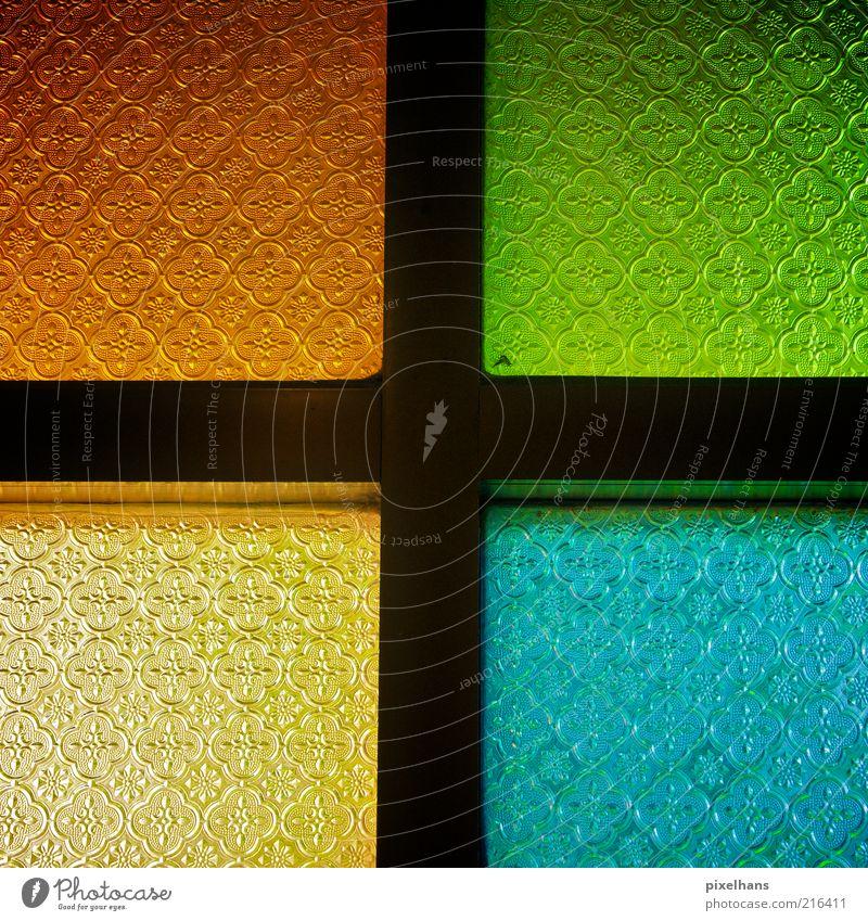 RGB (G) Farbraum Häusliches Leben Innenarchitektur Fenster Holz Glas alt eckig einfach blau mehrfarbig gelb gold grün rot schwarz einzigartig Kreativität