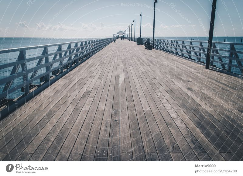 Pier Ferien & Urlaub & Reisen Ausflug Sommer Meer Insel Himmel Schönes Wetter Küste blau braun Farbfoto Außenaufnahme Textfreiraum unten Tag Zentralperspektive