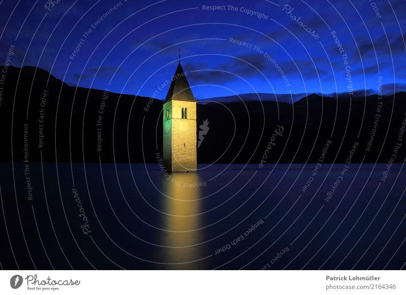 Versunkenes Dorf Himmel Natur blau Wasser Landschaft Berge u. Gebirge dunkel Religion & Glaube Umwelt außergewöhnlich Tourismus Stein Kirche Europa einzigartig