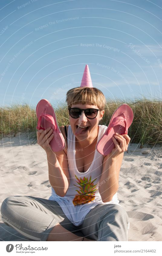 rumalbern Himmel Ferien & Urlaub & Reisen Jugendliche Junge Frau Sommer Freude Strand lustig lachen Glück Tourismus rosa Freizeit & Hobby Ausflug Zufriedenheit
