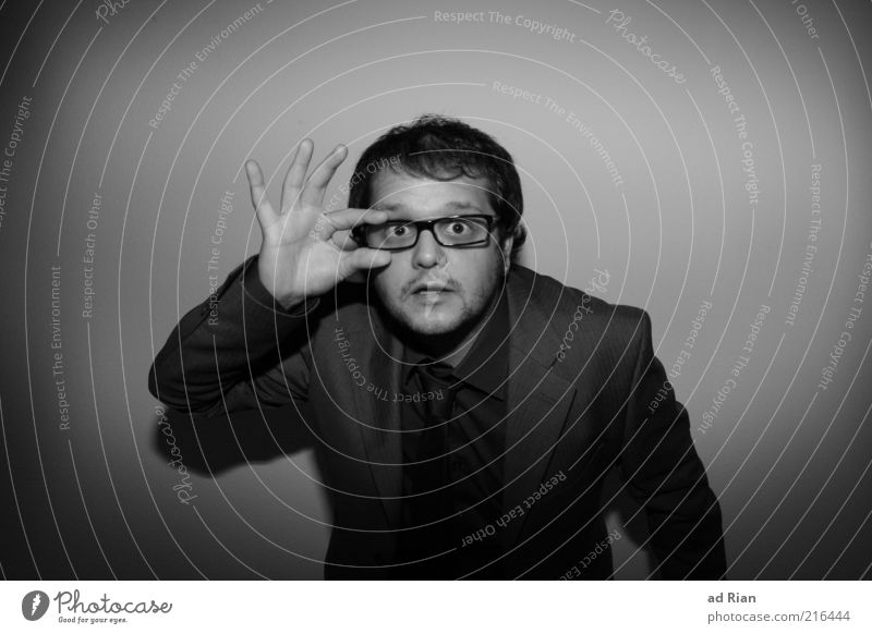 Hä? Was? maskulin Haare & Frisuren Gesicht Anzug Brille Schwarzweißfoto Studioaufnahme Blick Durchblick außergewöhnlich skurril