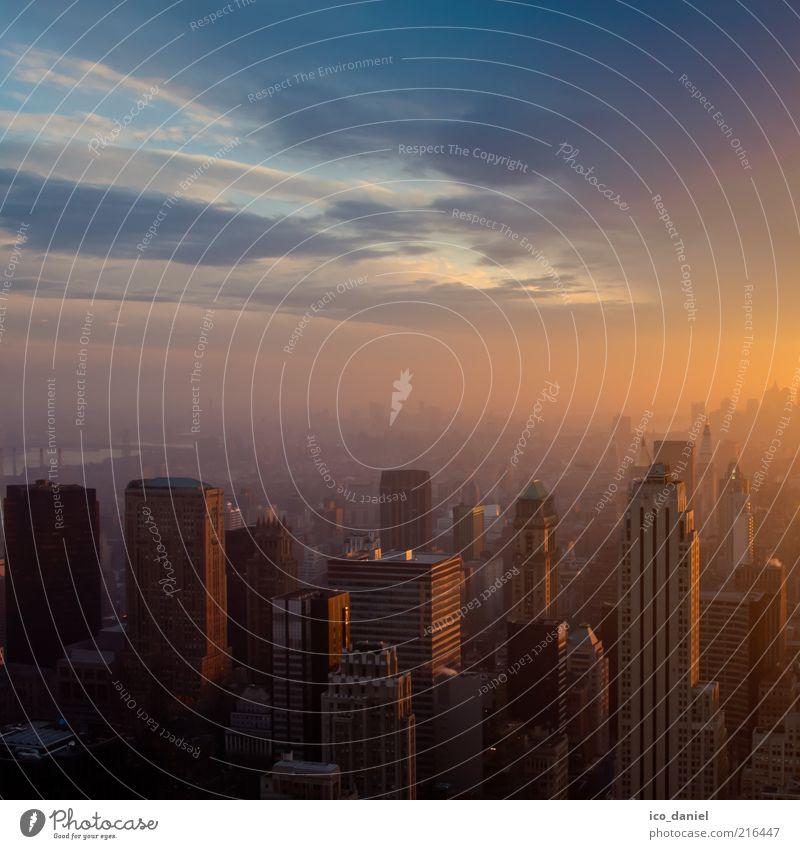 Sunset | Manhattan Himmel Stadt blau rot Ferien & Urlaub & Reisen Haus Wolken Ferne Hochhaus Horizont modern Wachstum USA Skyline Amerika Stadtzentrum