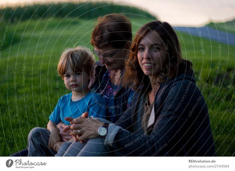 Generationen Freizeit & Hobby Ausflug Mensch Kind Junge Frau Erwachsene Weiblicher Senior Mutter Großmutter Familie & Verwandtschaft 3 3-8 Jahre Kindheit