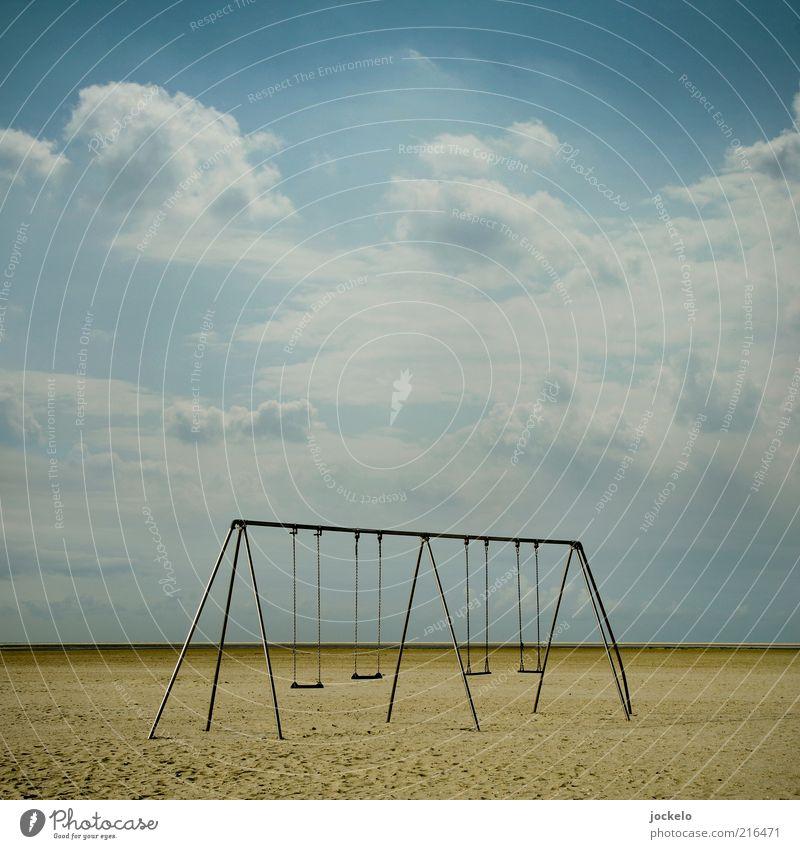 Heulsusenschaukel Umwelt Natur Sand Himmel Wolken Sommer Schönes Wetter Nordsee alt schön Schaukel Spielplatz Menschenleer Strand Kindheit Farbfoto
