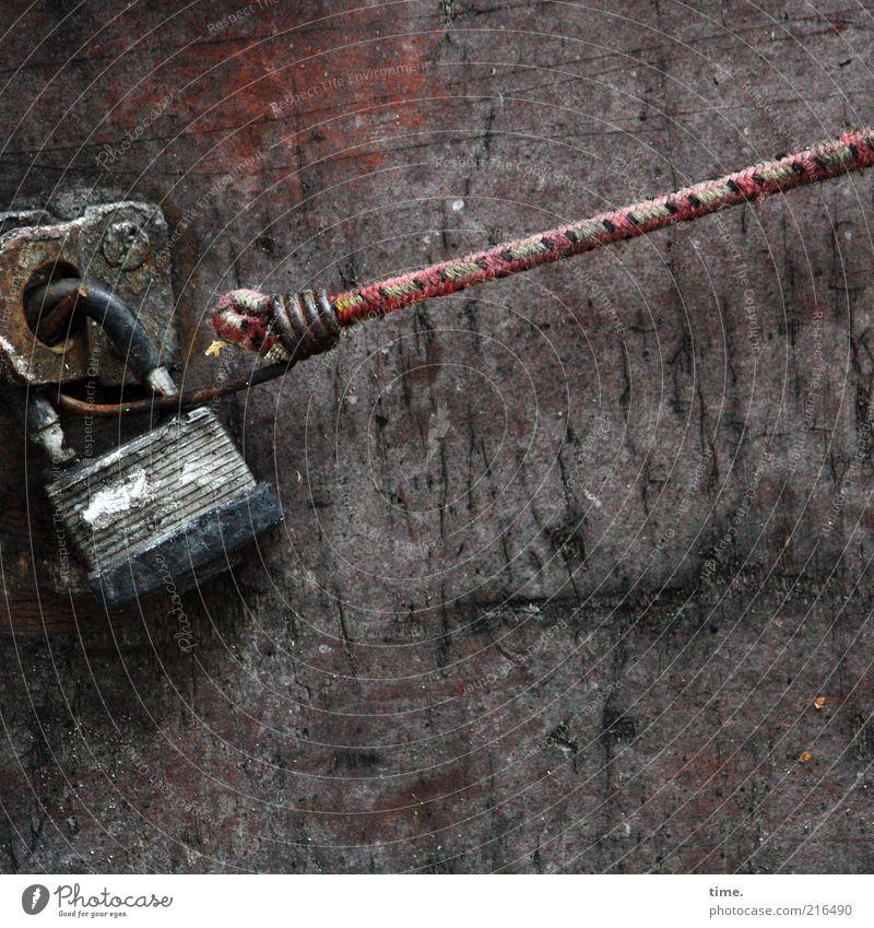 [HH10.1] - Sport Spiel Spannung alt rot Wand Holz braun Metall Seil Metallwaren festhalten Stress Schloss ziehen Schraube Textilien Zweck