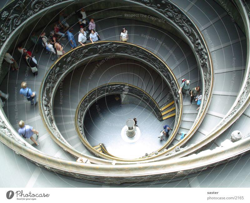 Treppe Mensch Wissenschaften Treppe Perspektive Kreis Italien Mitte drehen Spirale Schnecke Tourist aufsteigen Rom rotieren kreisen Europa