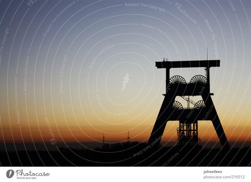 Schicht am Schacht I Tourismus Sightseeing Zeche Bergbau Ruhestand Feierabend Industrie Industriekultur Himmel Wolkenloser Himmel Sonnenaufgang Sonnenuntergang