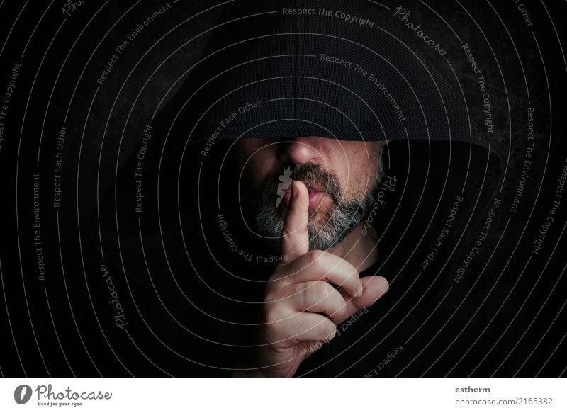 Mysteriöser Mann bei Halloween Lifestyle Mensch Junger Mann Jugendliche Erwachsene Hand Finger 1 45-60 Jahre Vollbart Denken warten Aggression dunkel gruselig