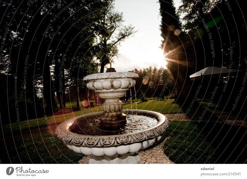 flares fontaine Natur Landschaft Wasser Sonne Sonnenlicht Sommer Schönes Wetter Garten Park Wiese Brunnen Stein mehrfarbig gold Stimmung Warmherzigkeit Reichtum