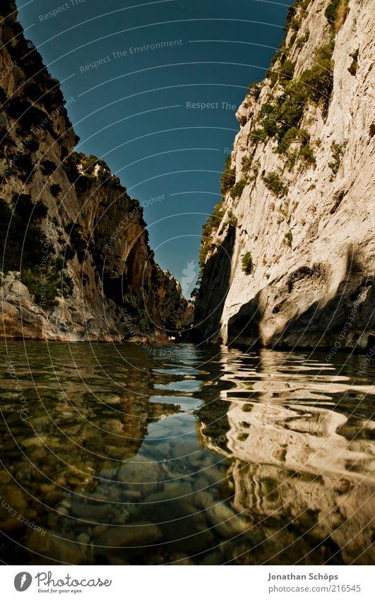 Tautavel II Natur Landschaft Schönes Wetter See Fluss Frankreich Europa ästhetisch außergewöhnlich eckig fantastisch blau braun Romantik Respekt Mitte Felsen