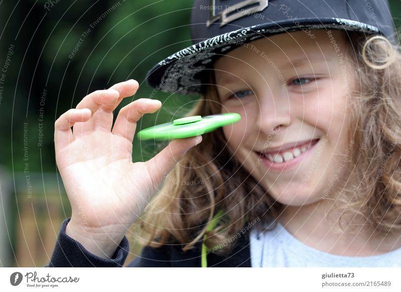 Two spinners ;) Kind Mensch Erholung Freude Leben lachen Junge Spielen Glück Freizeit & Hobby Kindheit blond Lächeln Geschwindigkeit beobachten 8-13 Jahre