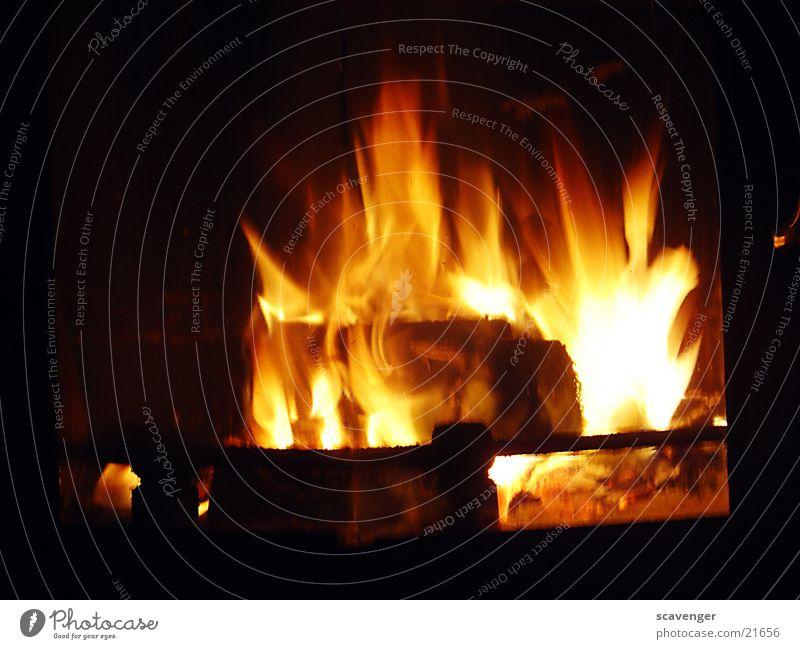Kaminfeuer weiß gelb Lampe Holz Wärme hell orange Brand Physik Rauch Flamme Rascheln Flackern