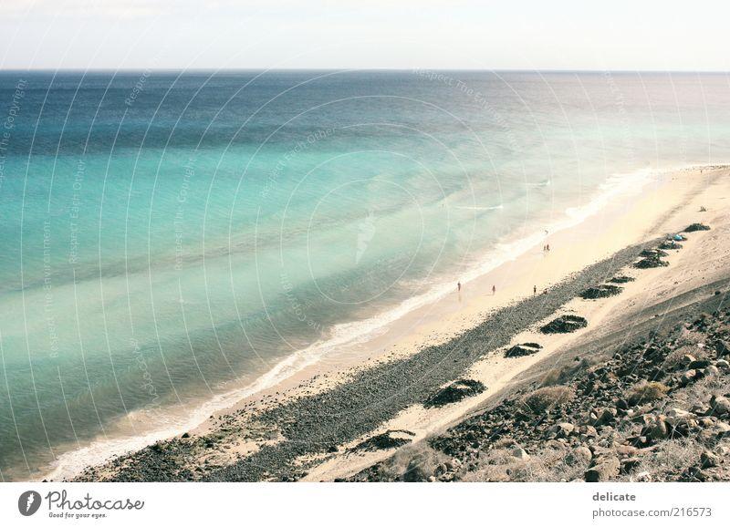 Turquesa Himmel Wellen Küste Strand Bucht Meer Insel Stein Sand Wasser blau türkis Horizont Ferne Brandung Sonnenlicht Farbfoto Außenaufnahme