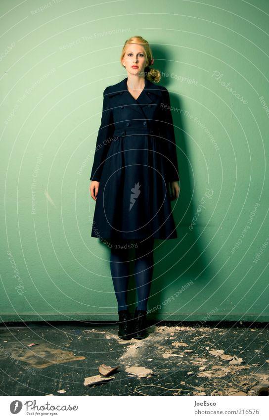 grün und blau 03 elegant Stil Frau Erwachsene Leben Mode Mantel blond langhaarig warten trendy einzigartig kaputt retro schön Tugend selbstbewußt Coolness Kraft