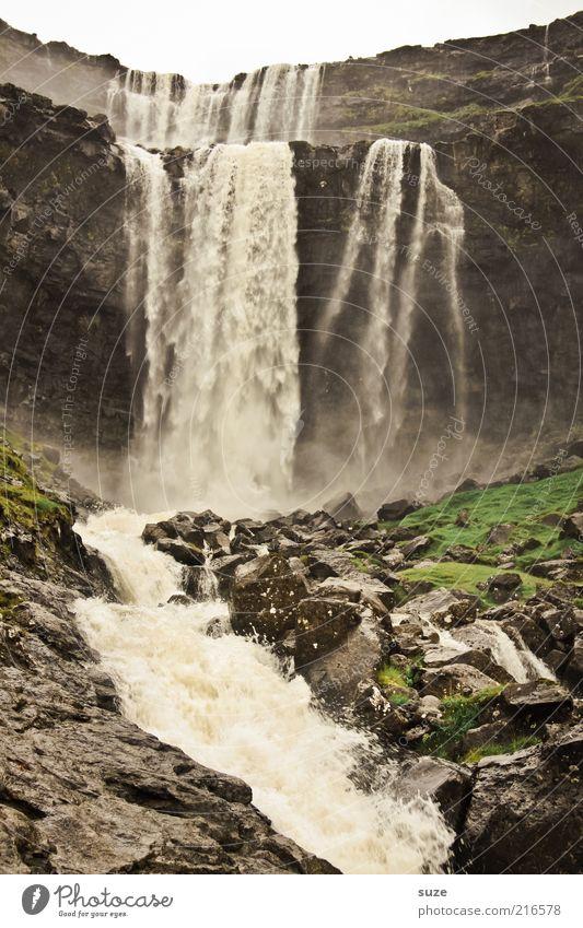 Wasser fällt Berge u. Gebirge Natur Landschaft Urelemente Felsen Schlucht Fluss Wasserfall wild Føroyar Rauschen Naturgewalt Dunst fließen reißend Berghang