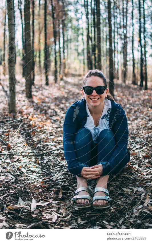 Herbstwald I. Lifestyle schön Freiheit Mensch feminin Junge Frau Jugendliche Erwachsene Schwester Körper 1 18-30 Jahre Natur Landschaft Pflanze Baum Blatt Wald