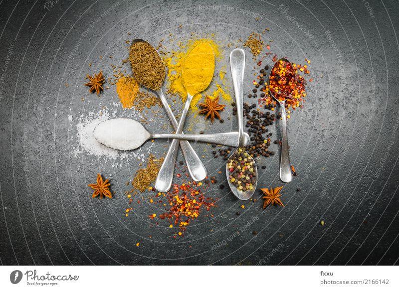 Bunte Gewürze Kräuter & Gewürze Würzig Scharfer Geschmack Lebensmittel Chili Küche Essen zubereiten Zutaten Geschmackssinn aromatisch rot gelb lecker