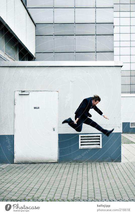 trash Mensch Wand springen Mauer Business Tür Fassade maskulin rennen Geschwindigkeit Anzug Geschäftsleute Stress Dynamik Momentaufnahme Flucht