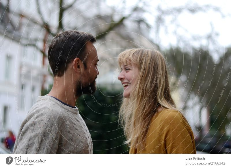 lovelove Paar Partner 2 Mensch 18-30 Jahre Jugendliche Erwachsene blond langhaarig Bart genießen lachen Liebe Fröhlichkeit Glück lustig natürlich Neugier