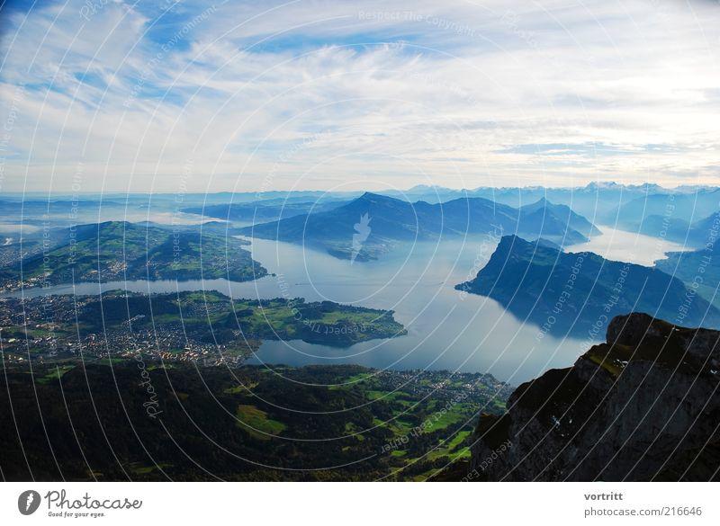 Vierwaldstättersee Umwelt Natur Landschaft Wasser Himmel Wolken Schönes Wetter Hügel Alpen Berge u. Gebirge Gipfel Schneebedeckte Gipfel außergewöhnlich blau