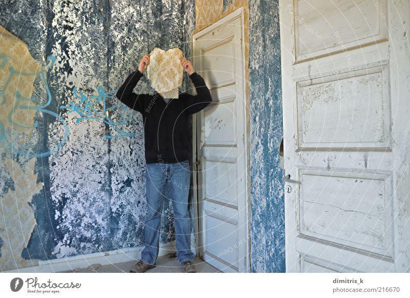 Mensch Mann alt blau Erwachsene Gesicht Gebäude Tür Zeit Raum Papier retro verfallen Tapete Verfall Ruine