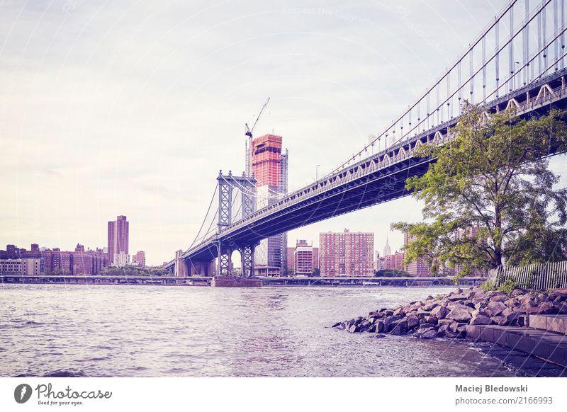 Manhattan Bridge in New York, Farbtonen angewandt, USA. Stadt Architektur retro Brücke Fluss Wahrzeichen Flussufer Großstadt