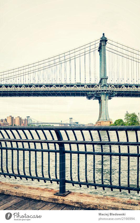 Manhattan-Brücke in New York. Fluss Stadt Architektur Sehenswürdigkeit Wahrzeichen alt retro New York State Großstadt altehrwürdig nyc gefiltert