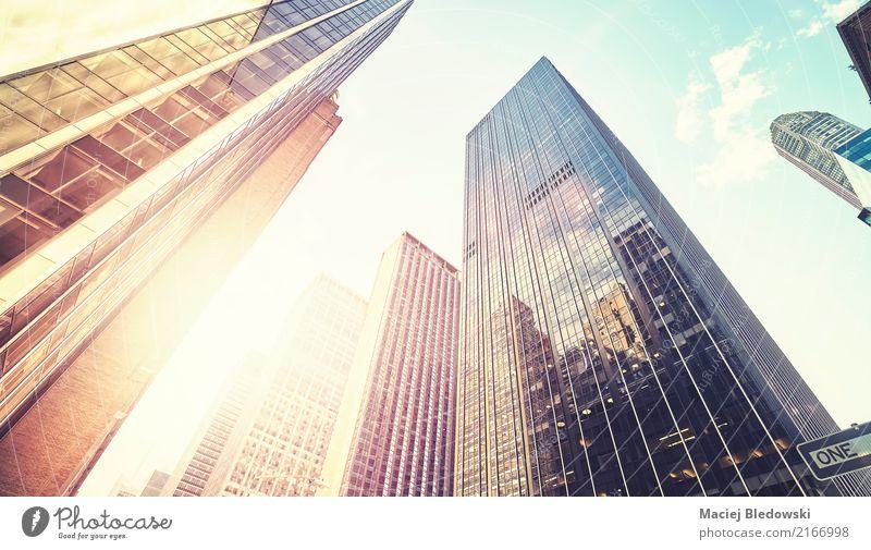 Manhattan-Wolkenkratzer bei Sonnenuntergang, NYC. Reichtum Sightseeing Städtereise Arbeitsplatz Büro Stadt Stadtzentrum Hochhaus Bankgebäude Gebäude Mauer Wand