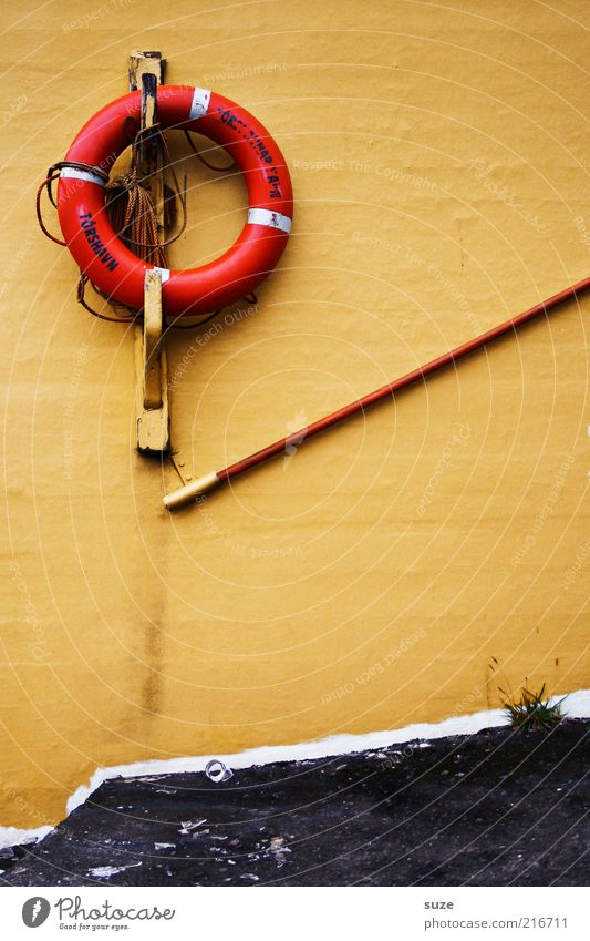 Torshavn alt gelb Wand Schriftzeichen Dekoration & Verzierung Geländer Rettung Rettungsring Dänemark Lebensrettung Føroyar Tórshavn