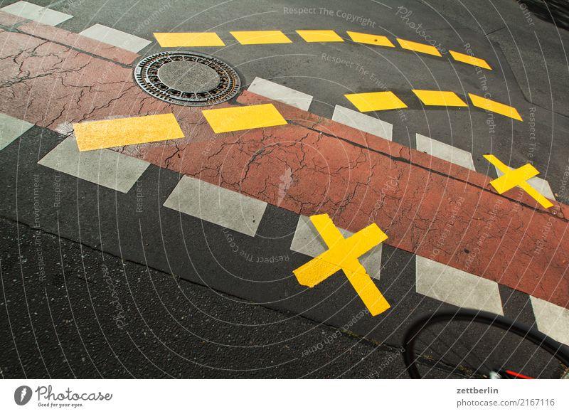 4tausend4hundert4und4zig abbiegen Asphalt Autobahn Ecke Fahrbahnmarkierung Hinweisschild Warnhinweis Kurve Linie links Schilder & Markierungen Navigation