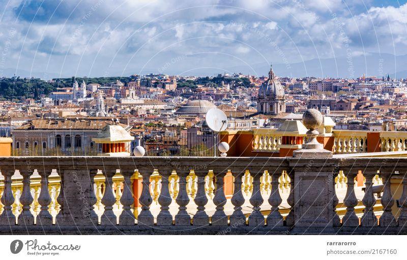 Ansicht von Rom durch eine Marmorgeländer Himmel Ferien & Urlaub & Reisen alt Stadt Baum Landschaft Wolken Architektur Herbst Gebäude Tourismus Horizont Kirche