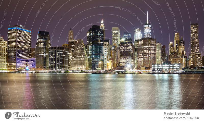 Manhattan in der Nacht. Reichtum Ferien & Urlaub & Reisen Wohnung Stadt Stadtzentrum Skyline Hochhaus Gebäude Architektur Sehenswürdigkeit Wahrzeichen Denkmal